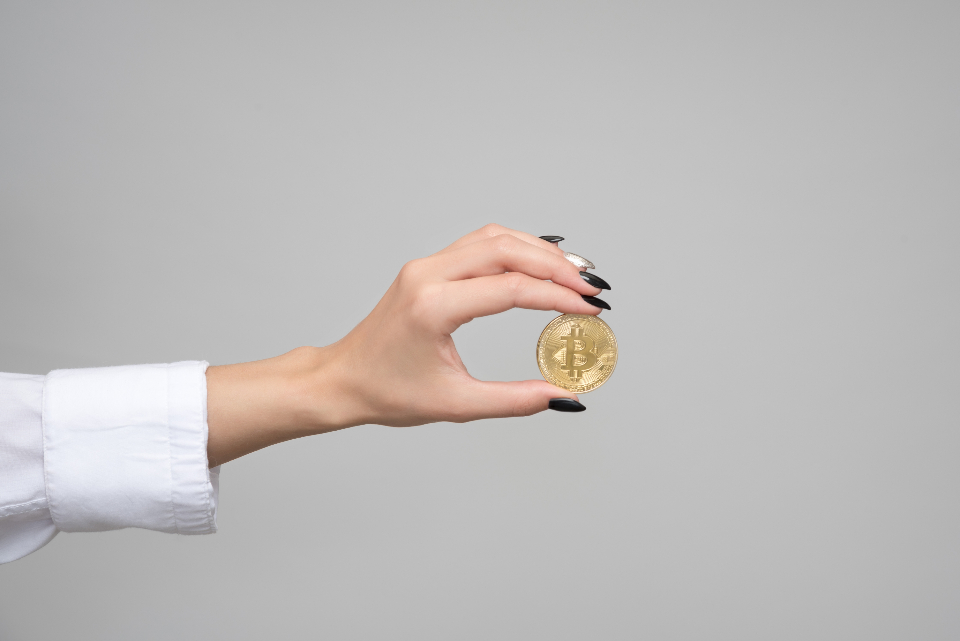 how to buy bitcoins hand